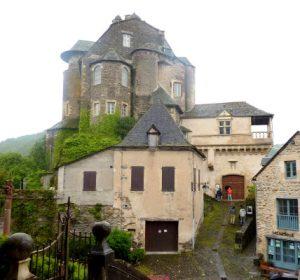 Chateau d'Estaing parvis de l'├йglise St Fleuret