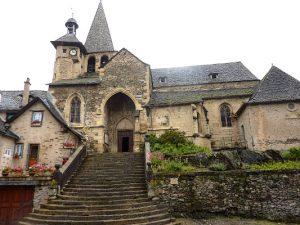 Eglise St Fleuret d'Estaing du pied du chateau